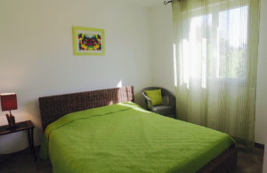 Chambre couple villa Sampzon