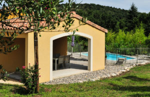 location de villa avec piscine privative et patio